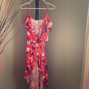 Dresses & Skirts - NWT high/low wrap dress - coral flowered 🌸